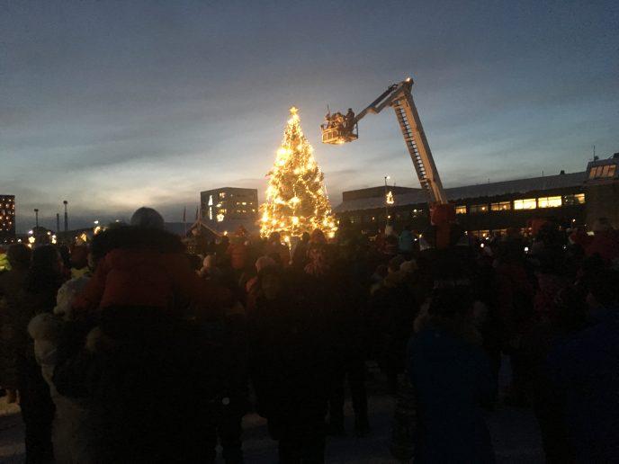 Juletræstænding i Nuuk [1]