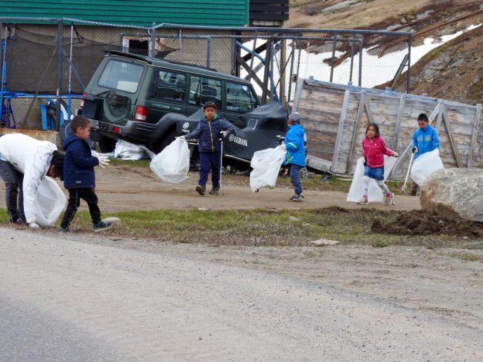 Mange samlede skrald i Tasiilaq
