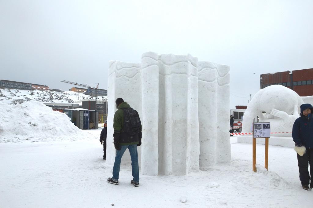 Havnen var fyldt med skulpturer af sne