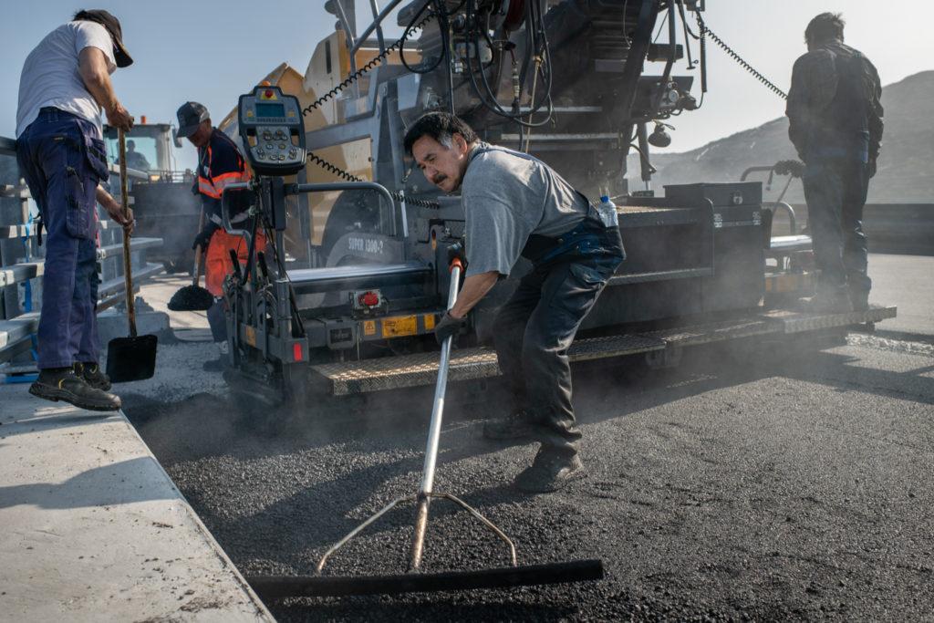 På job med asfaltarbejderen : Jeg kører Batmobilen!