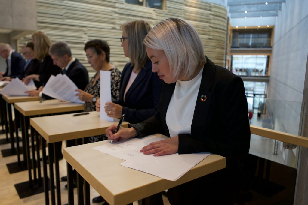 Najukkami aamma nunani tamalaani: Sermersooq issittumi borgmesterit oqaloqatigiittarfiannik Arctic Mayors Forumimik pilersitseqataavoq