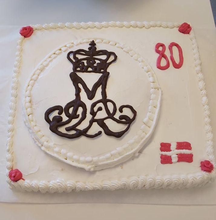 H. M. Dronningen blev fejret med kage og kanoner