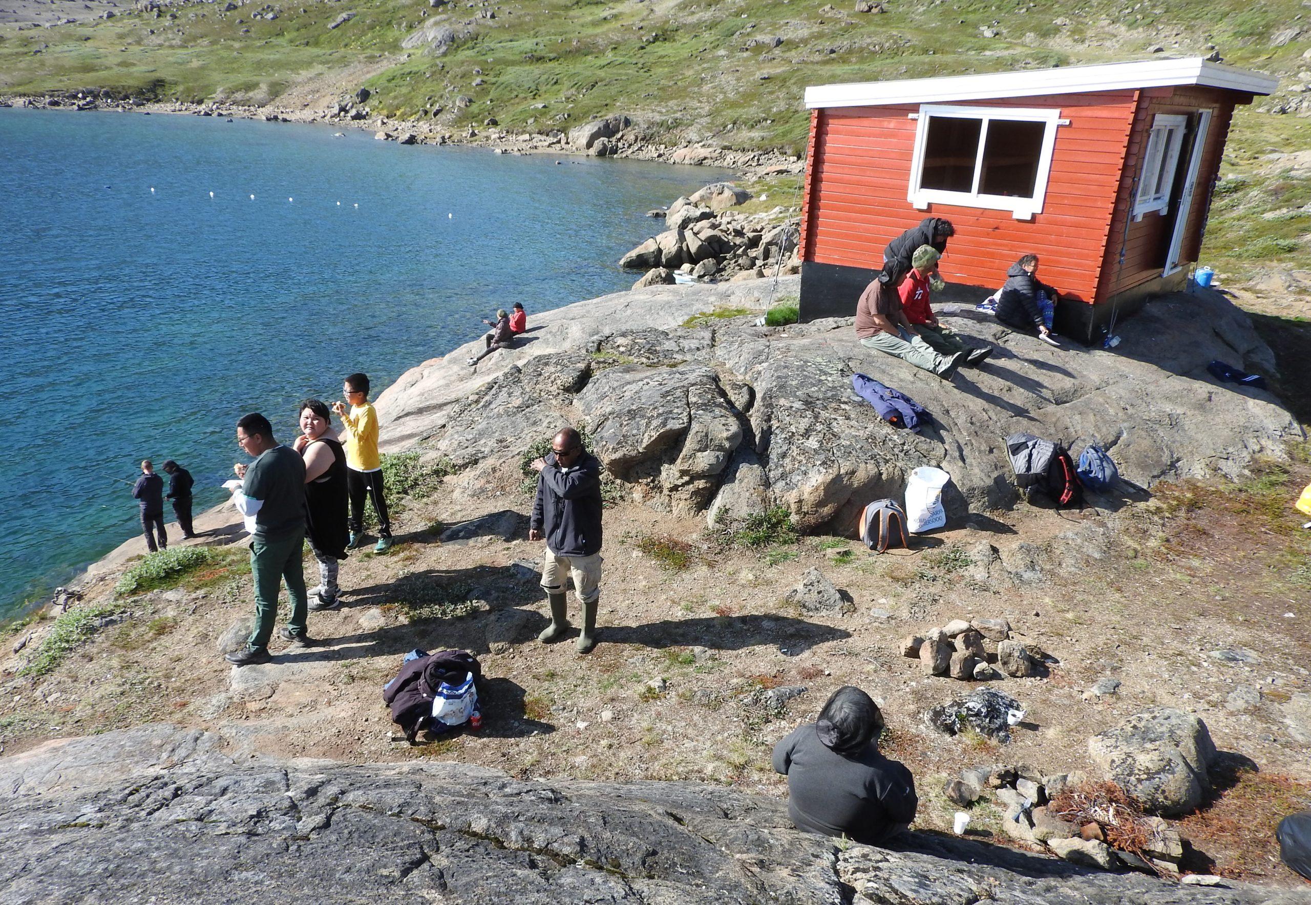 Borgernes hytte i Tasiilaq blev indviet med sol og hygge